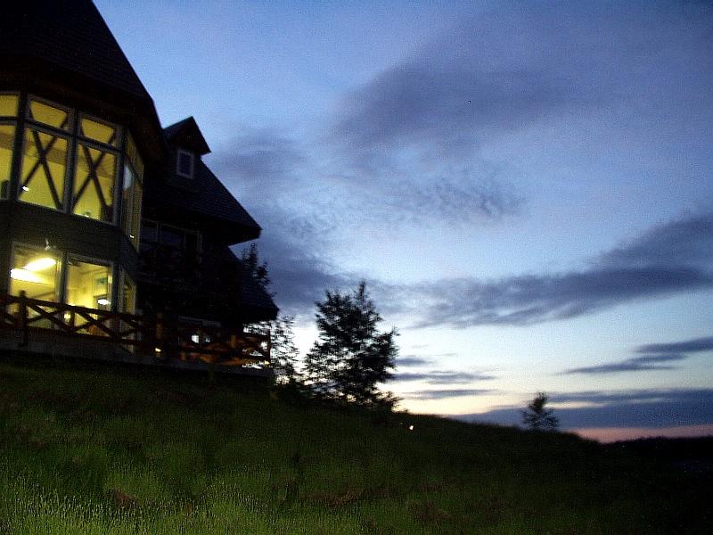 ペンションウィズユーの夜の雰囲気(夜景モードで撮影)