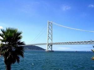 セトレ ルームから明石海峡大橋を見る